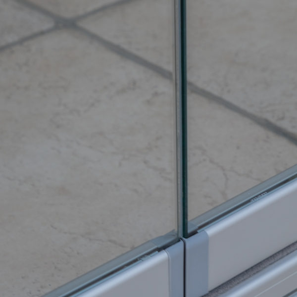 cerramientos de porches hecho con cortina de cristal con vidrio transparente