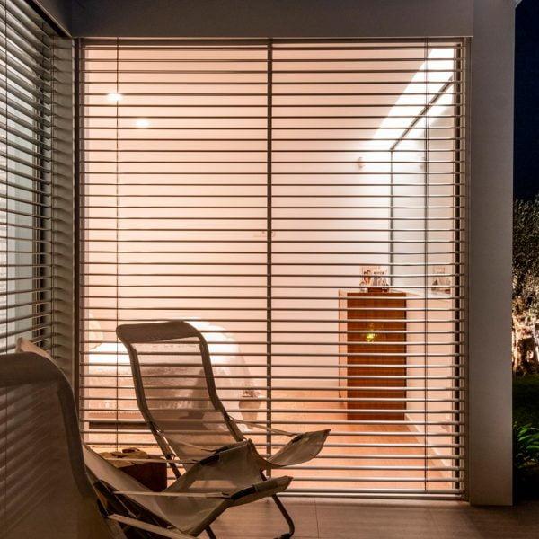 ventana con lama orientable