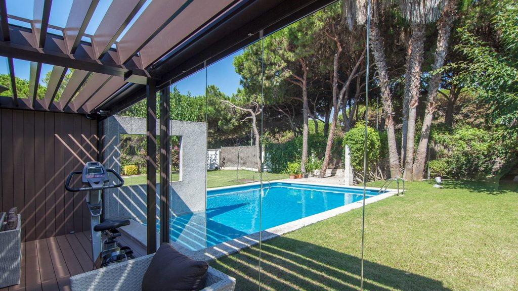 cristales para terraza y pergola bioclimatica en castelldefels barcelona alurei